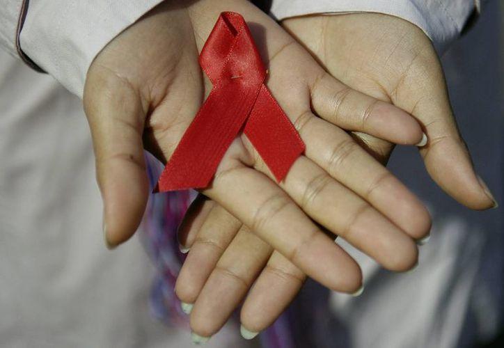 Se estima que cerca de cinco millones de jóvenes de entre 15 y 24 años viven con el virus del Sida. (EFE/Archivo)