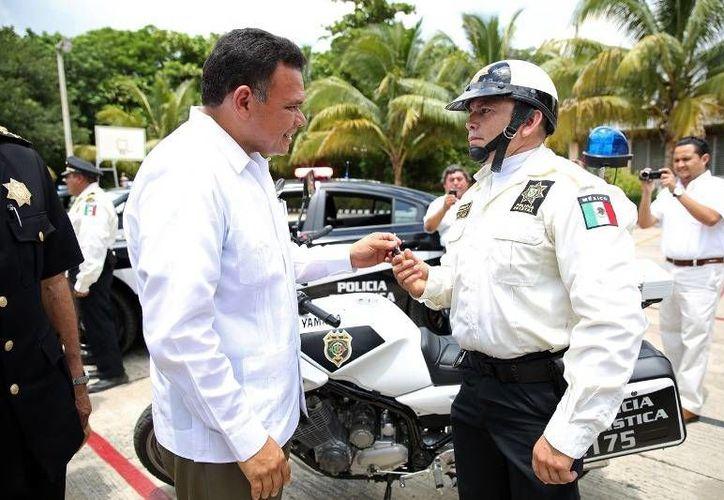 """Ayer, el gobernador Rolando Zapata puso en marcha el programa Turista Seguro, en evento celebrado en el Instituto de Capacitación """"Luis F. Sotelo Regil"""".  (Cortesía)"""