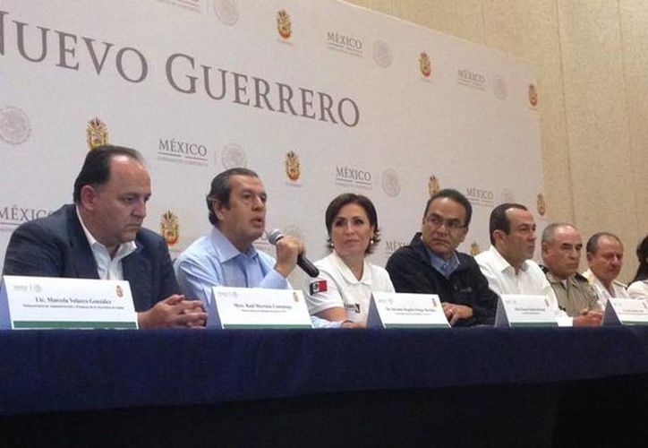 Imagen de la conferencia de prensa del Plan Nuevo Guerrero. El Gobernador Rogelio Ortega acompañado de la Secretaria de Sedesol. (@SEDESOL_mx)
