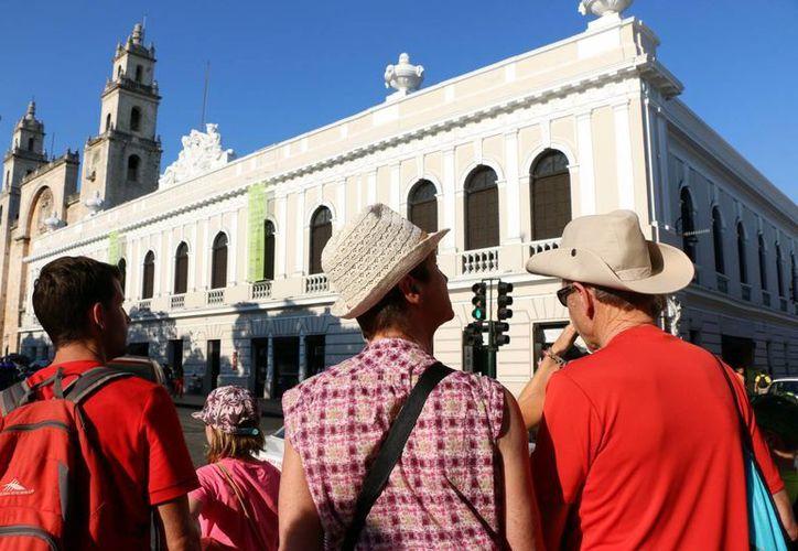 Este sábado en Mérida la temperatura máxima fue de 34.5 grados a las 15 horas y la mínima de 22.5 a las 08:00 horas. Para hoy se espera que haga aún más calor. (José Acosta/Milenio Novedades)