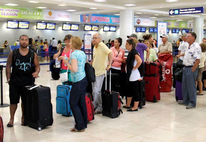 Estadunidenses y canadienses son los turistas que mayormente prefieren México. (Notimex)