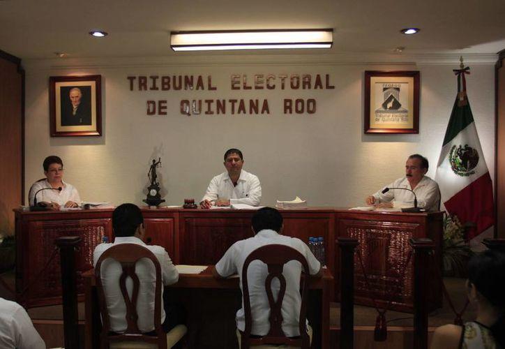 El Tribunal Electoral de Quintana Roo ordenó que el Ieqroo dicte un nuevo acuerdo. (Harold Alcocer/SIPSE)