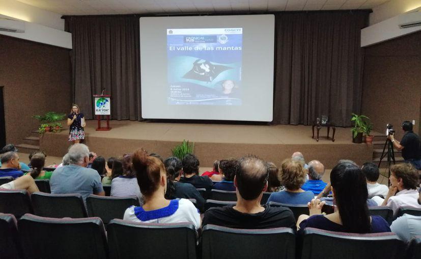 El especialista afirmó que la contaminación está deteriorando las aguas claras del Caribe Mexicano. (Foto: Redacción)