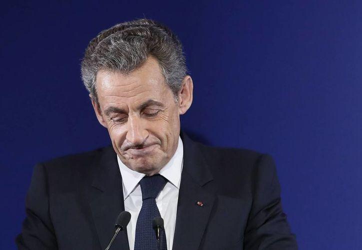 Nicolás Sarkozy pidió a sus seguidores apoyar la candidatura de Francois Fillon, quien lo superó en las elecciones internas del partido conservador. (AP/Ian Langsdon/Pool)