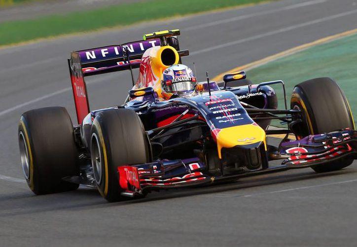 Ricciardo tuvo irregularidades en el flujo de combustible de su monoplaza. (Foto: EFE)