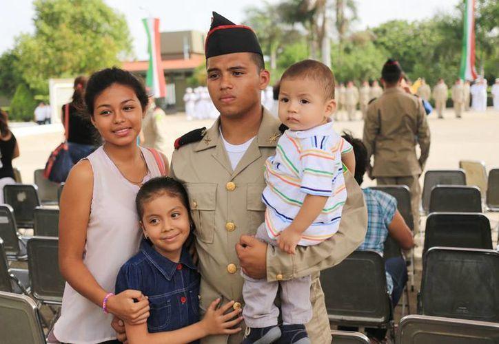 Los jóvenes soldados estuvieron acompañados de sus familias. (Milenio Novedades)