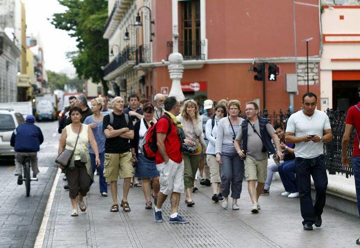 Cada año llegan a Yucatán miles de visitantes extranjeros; buscan ampliar su estadia. (Milenio Novedades)