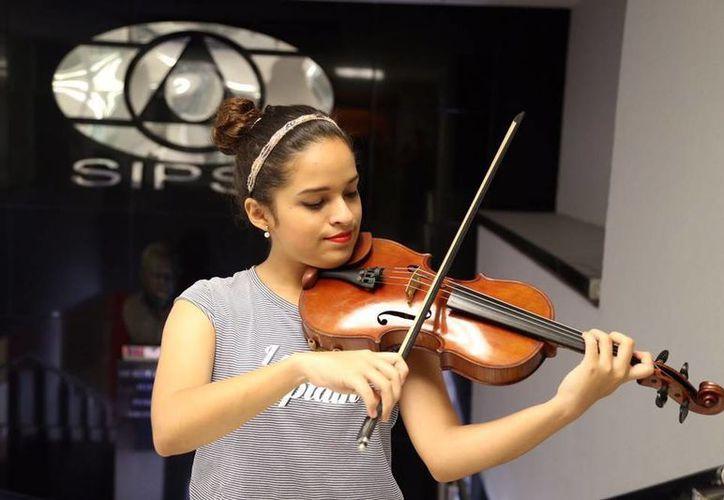 Actualmente Ana Jimena es tallerista en la Escuela Superior de Artes de Yucatán (ESAY) y planea partir a la Ciudad de México para estudiar. (Israel Leal/SIPSE)