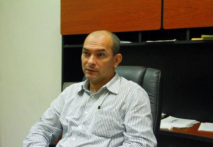 César Antuña Aguilar, presidente del Tribunal al Servicio de los Trabajadores y Municipios del Estado, durante la entrevista donde explicó el caso de los ayuntamientos de Yucatán que fueron embargados. (Milenio Novedades)