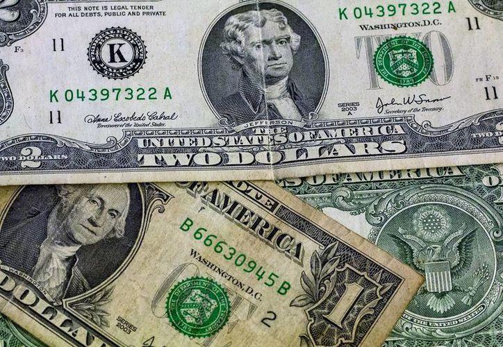 El banco central dijo que está vigilando 'de cerca' al mercado cambiario, que se ha visto golpeado desde que inició el año. (Achivo/SIPSE.com)