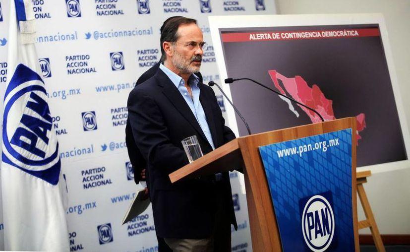 Madero presentó una serie de pruebas que 'documentan la intromisión del PRI' en diversos procesos electorales. (Notimex)