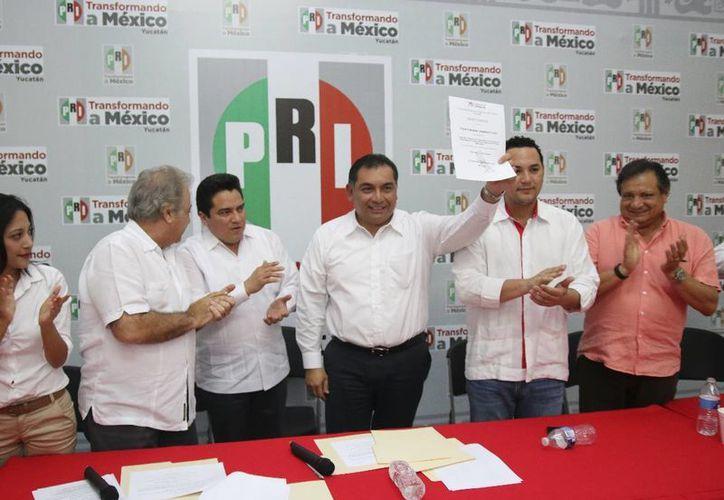 Víctor Caballero Durán, ex secretario de Gobierno, encabeza la lista de candidatos a diputados plurinominales del PRI en Yucatán. (SIPSE)