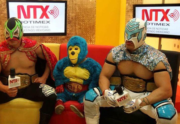 Delta (d) es uno de los practicantes de Lucha Libre favoritos para ganar en el Torneo Reyes del Aire, que inicia este viernes en la Arena México. (Notimex)