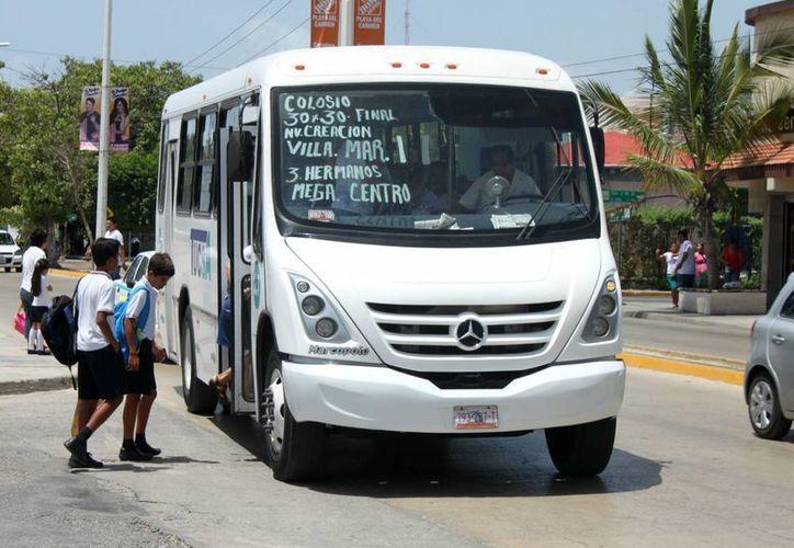 Como resultado de las inspecciones, los transportistas de Playa del Carmen respetaron la deducción de la cuota establecida. (Igor Cabrera/SIPSE)