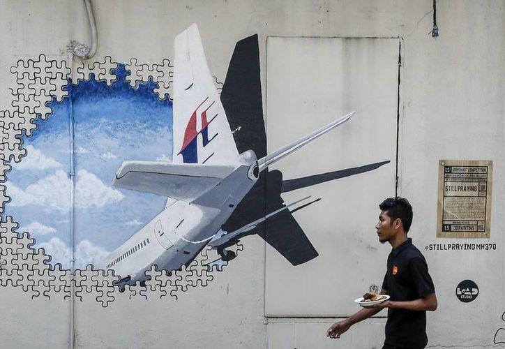 Un joven sudafricano pudiera haber hallado un fragmento de un ala del Vuelo 370 de Malaysia Airlines, en una playa en Mozambique. (AP/archivo)