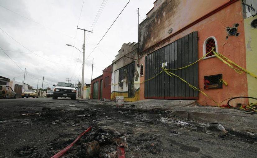 Ayer, aún quedaban restos de la explosión en Polígono 108 CTM. (Jorge Sosa/SIPSE)