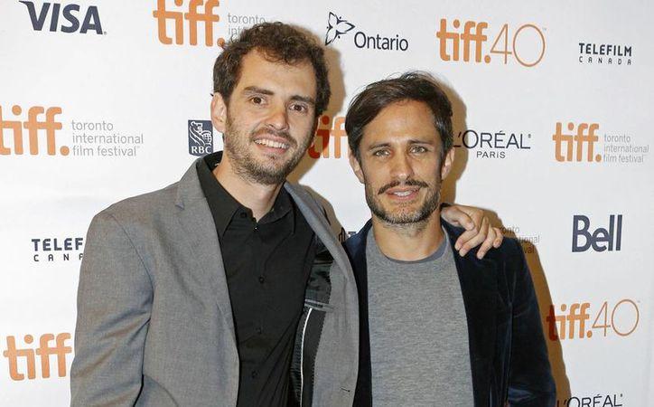 La Película cuenta con la participación principal del mexicano Gael García, quien interpreta a detective Peluchonneau. En la foto, Jonás Cuarón(i) y Gael García. (Tony Felgueiras/AP)