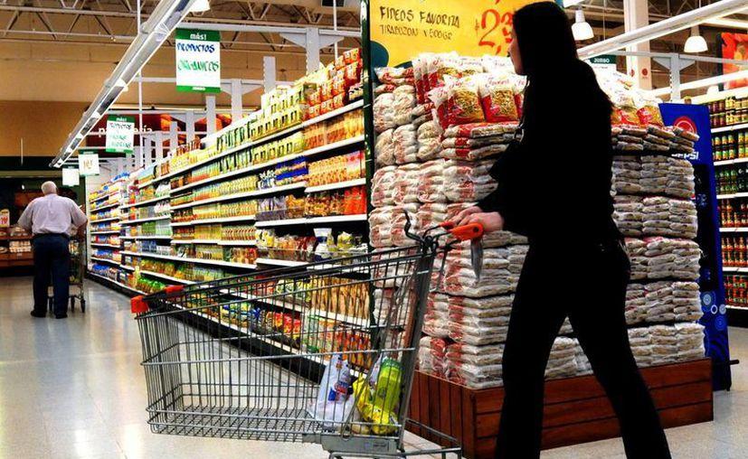 En los supermercados ya se pueden observar aumentos del 15 por ciento en diversos productos de la canasta básica. (Milenio Novedades)