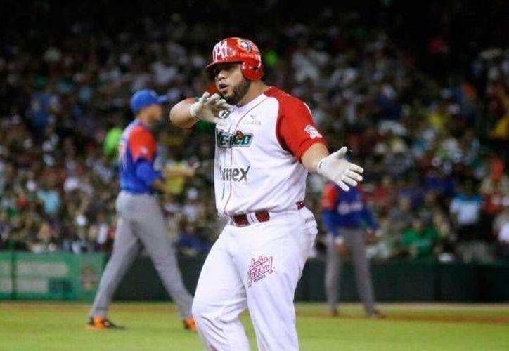 Luis Juárez, de Águilas de Mexicali, tras haber conectado un imparable ante Criollos de Caguas en la final de la Serie del Caribe. (albat.com)