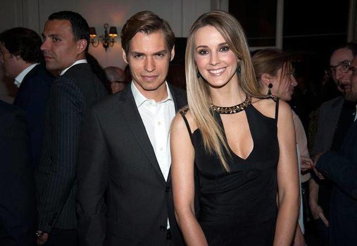 El cantautor  Carlos Baute y su pareja Astrid Klisans, quienes se casaron en 2011, están esperando a su primer hijo. (Imagen tomada de vogue.es)