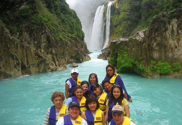 El paraje Tamul y su imponente cascada es uno de los reclamos turísticos más importantes de Aquismón, en San Luis Potosí. (elheraldoslp.com.mx)