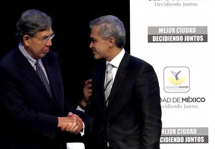Cuauhtémoc Cárdenas colabora ya con el nuevo jefe de Gobierno del DF, Miguel Angel Mancera . (Notimex)
