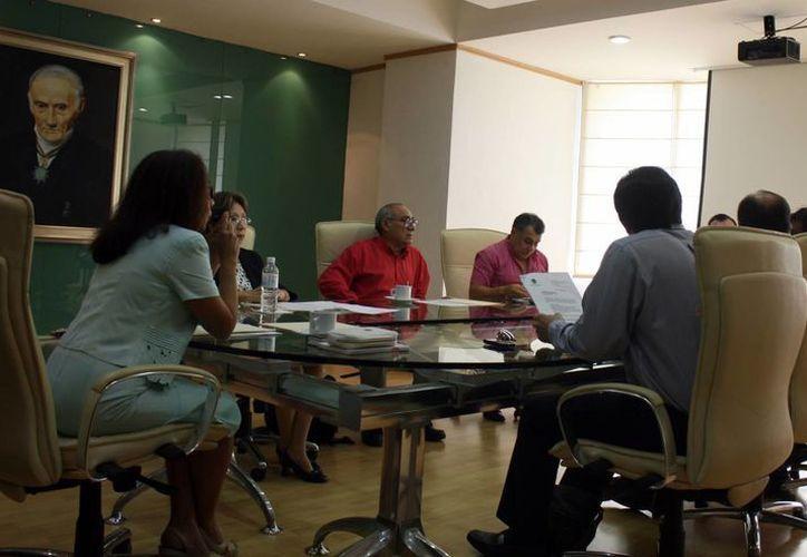 Tras dos horas de externar opiniones, los ocho magistrados, incluido el presidente del TSJ, resolvieron avalar el dictamen emitido por la XIII Legislatura. (Enrique Mena/SIPSE)