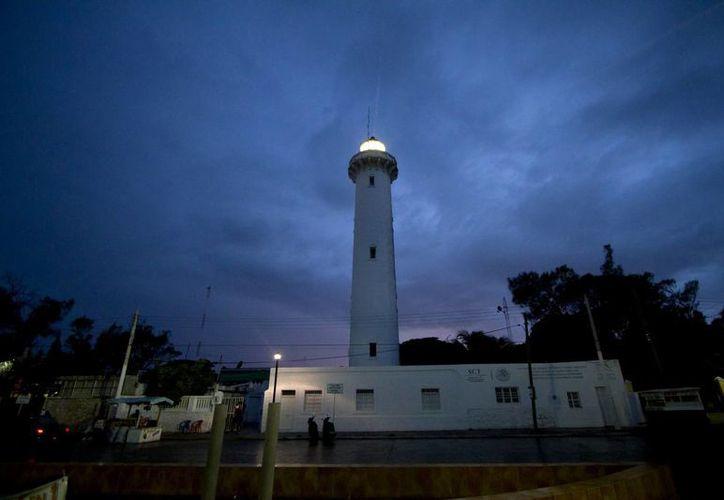 Vista nocturna del faro de Progreso. (Notimex)