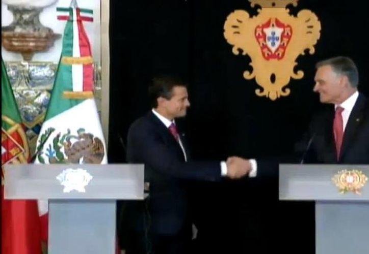 El presidente Enrique Peña Nieto con su homólogo de Portugal, Aníbal Cavaco Silva, en el marco de la gira europea del  mandatario mexicano. (presidencia.gob.mx/Captura de pantalla)