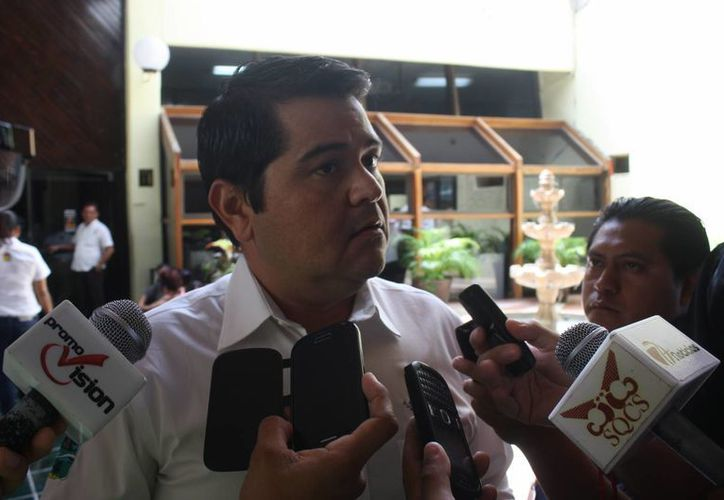 El tesorero municipal, Oscar Conde Canto, fue entrevistado en Chetumal. (Benjamín Pat/SIPSE