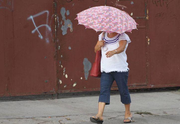 El pronóstico del clima señala que el domingo será de intenso calor en Mérida, con posibilidad de lluvia por tarde. Las autoridades pidieron precaución ante la intensa radiación solar. La imagen es de contexto. (César González/SIPSE)