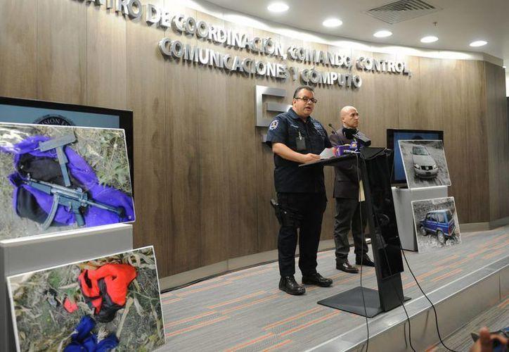 El comisionado Alberto Capella y el fiscal Javier Pérez Durón en conferencia de prensa en el C5, con motivo del asesinato de la alcalde de Temixco. (Notimex)