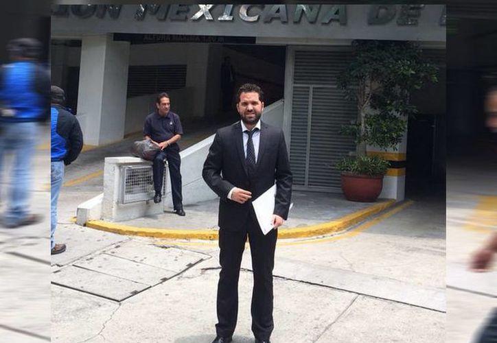 Rodolfo Rosas Cantilo a las puertas de la Femexfut, en el D.F. (SIPSE)