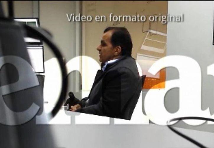 Captura de una pantalla cedida por Revista Semana en la que se ve al candidato presidencial Oscar Iván Zuluaga en una supuesta reunión con el detenido pirata informático Andrés Sepúlveda. (EFE)