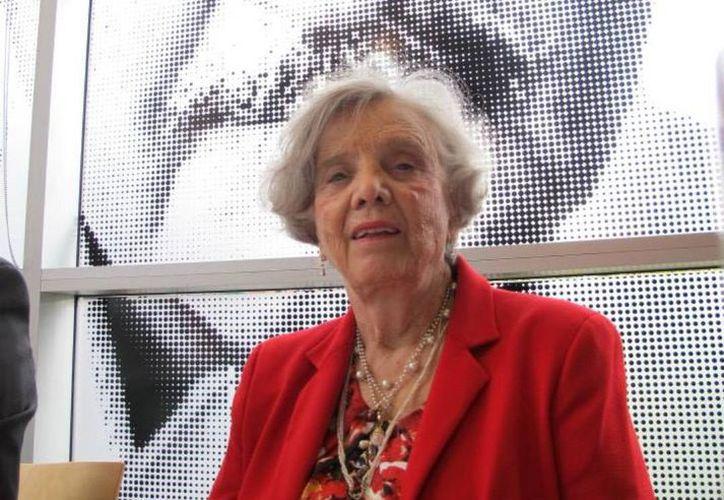 """Elena Poniatowska señaló que """"El Universo o nada: Biografía del Estrellero Guillermo Haro"""", es un homenaje a todos los científicos aún no valorados. (Facebook oficial)"""