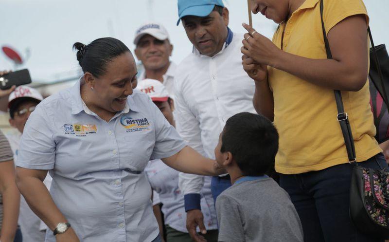 Ayer realizó una caminata en el fraccionamiento Palmas II. (Redacción)