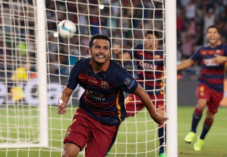 El delantero Pedro Rodríguez, quien esta tarde le dio la Supercopa de Europa al Barcelona con un gol al minuto 115, habría pedido salir del club catalán, según Robert Fernández, secretario técnico del equipo . (AP)
