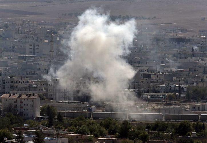 Bombardeos en Kobani, Siria, en el marco de enfrentamientos entre rebeldes y fuerzas del régimen. El conflicto ha cobrado miles de vidas. (Foto: AP)
