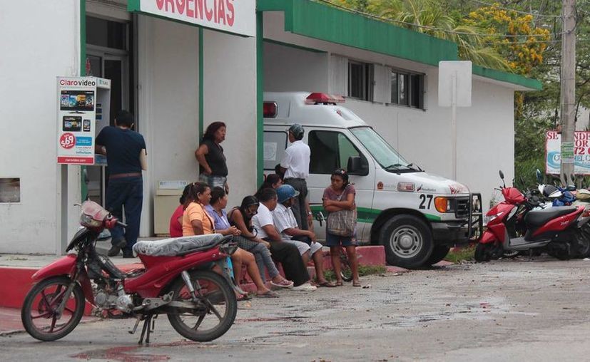 Los tres pescadores extraviados fueron trasladados a la clínica del Servicio Estatal de Salud, para su atención.  (Gustavo Villegas/SIPSE)