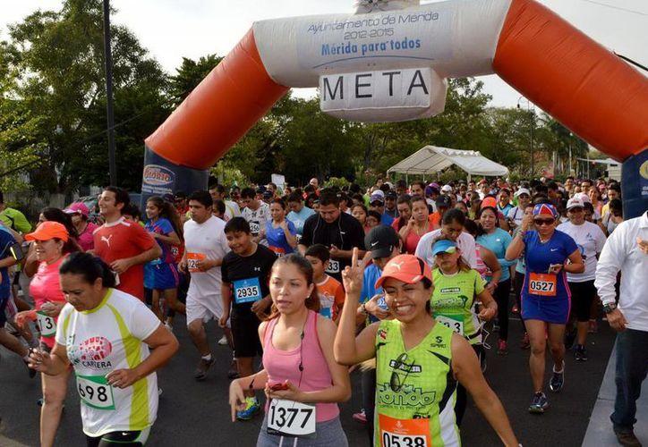 La Carrera por el Día Internacional de la Mujer se dividió en categorías varoniles, femeniles y de menores de edad. (Milenio Novedades)