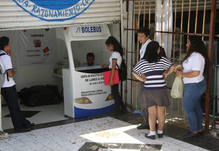 La venta de boletos para estudiantes ayuda a que los alumnos obtengan descuentos en el transporte. (Tomás Álvarez/SIPSE)