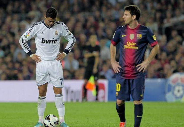 Ronaldo (i) y Messi son algunas de las estrellas que serán estandartes de la campaña antiracista de la UEFA. (sports.nationalpost.com)