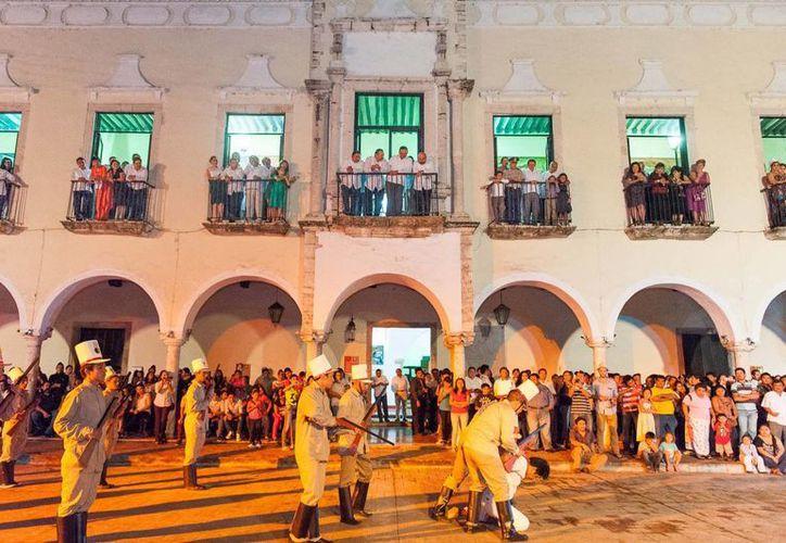 Durante hora y media, habitantes y visitantes de Valladolid se trasladaron a 1910. (Cortesía)