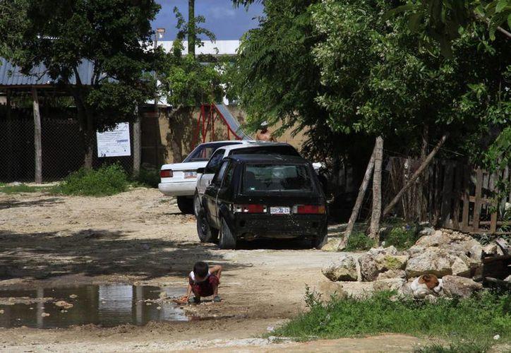 Son al menos 114 asentamientos en Cancún que no cuentan con el servicio de electricidad. (Tomás Álvarez/SIPSE)