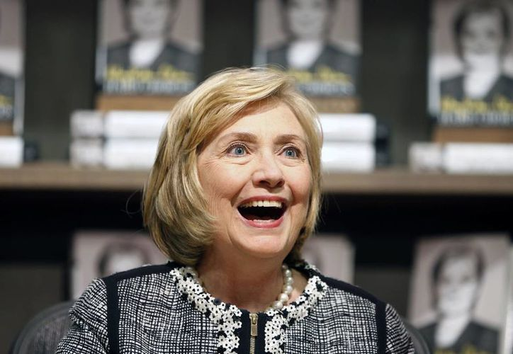 Hillary Clinton, que fue la mano derecha de Obama hace algunos meses, se prepara para un segundo intento por llegar a la Casa Blanca. (AP)