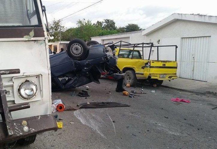 El automóvil de la responsable del percance fue el más dañado en la colisión múltiple en la Morelos Ote. (Luis Fuente/SIPSE)