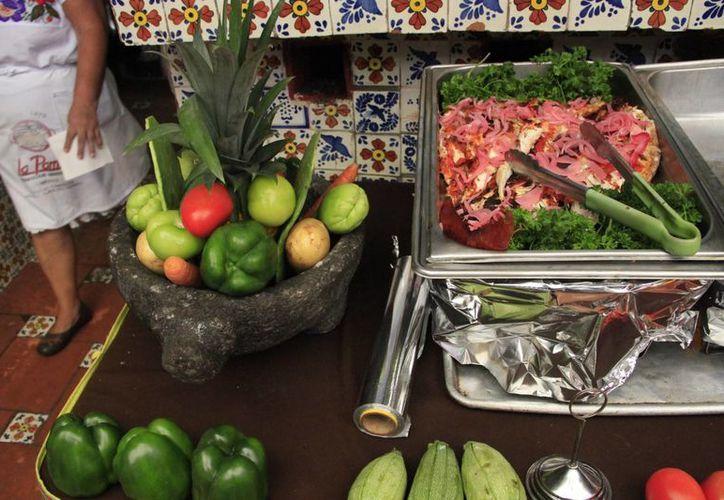 La cocina típica de la región, es uno de los atractivos que disfrutan el turismo que visita el Caribe mexicano. (Tomás Álvarez/SIPSE)