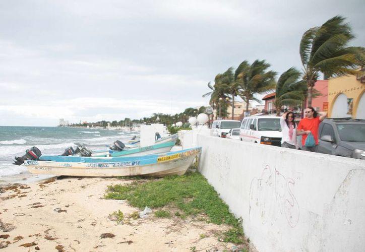 Durante la tarde se registraron fuertes vientos en la isla. (Julián Miradna/SIPSE)