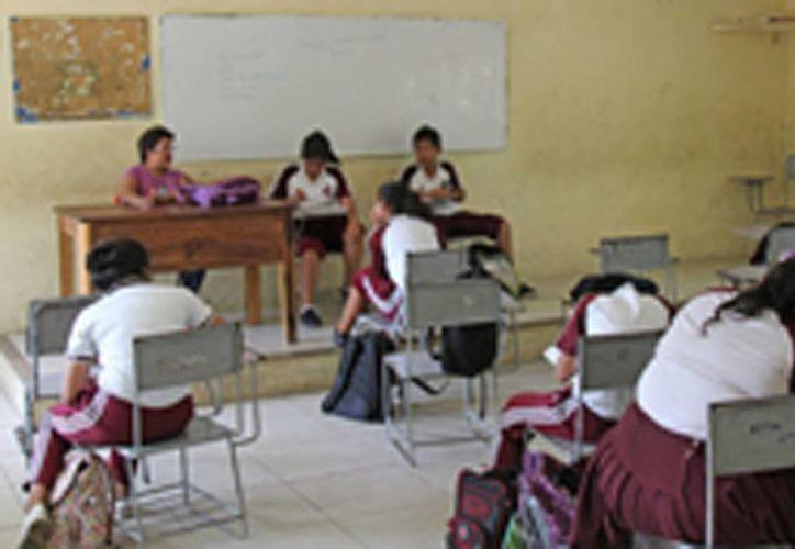 Cada vez se ven menos estudiantes en los salones. (Jesús Tijerina/SIPSE)