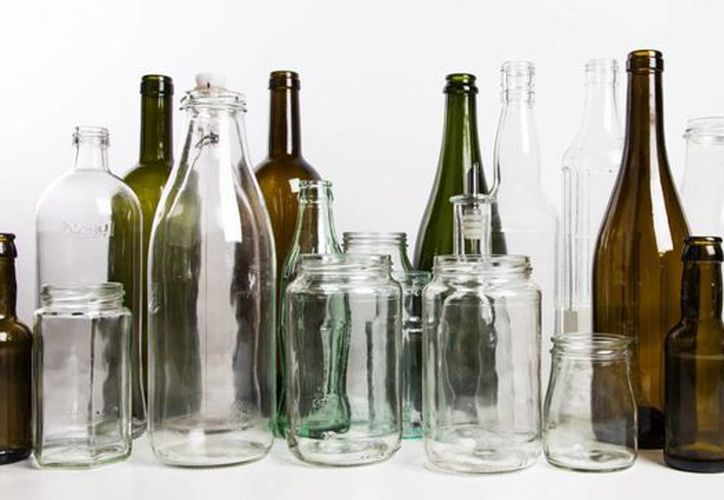 El vidrio es uno de los materiales más utilizados para envasar bebidas y alimentos. (friendsofglass.com)